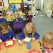 Little Red Riding Hood – Making sandwiches